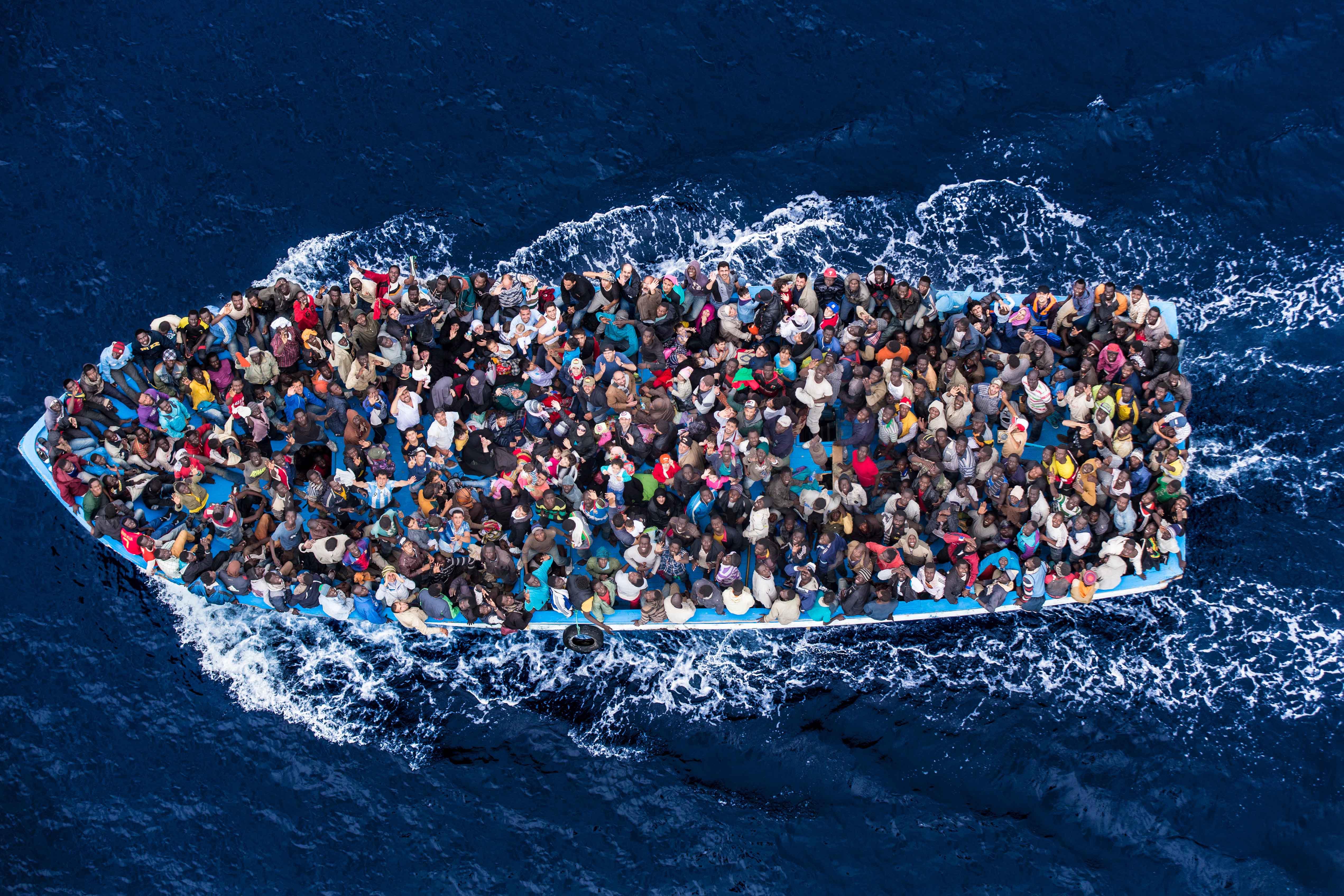 Media: immigrazione sempre presente, ma con le amministrative cala l'attenzione. Stampa polarizzata sul razzismo