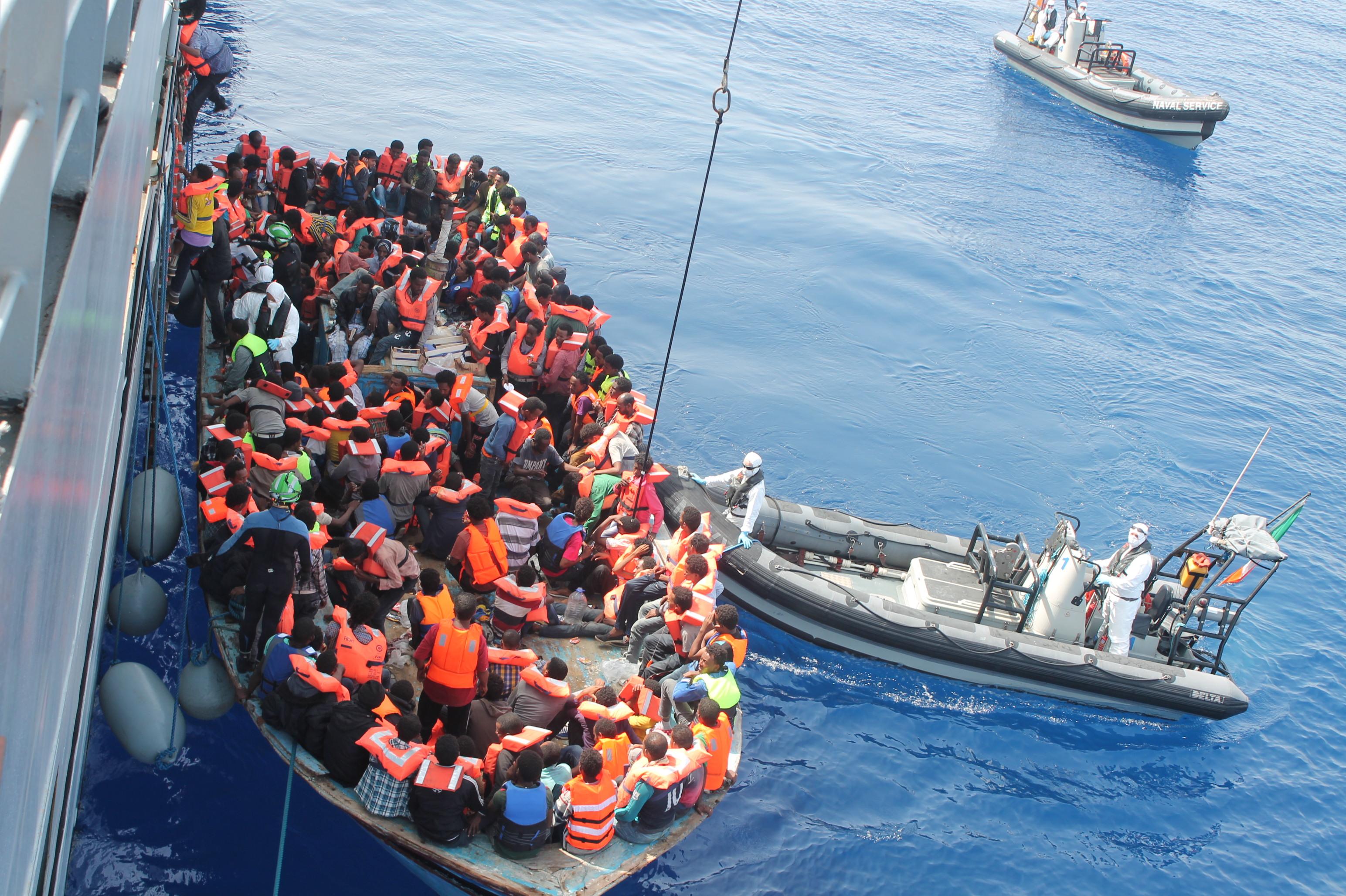 Cagliari, ostacolato il lavoro dei giornalisti che seguono lo sbarco dei migranti