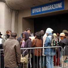 ufficio-immigrazione-fotogramma-324x230