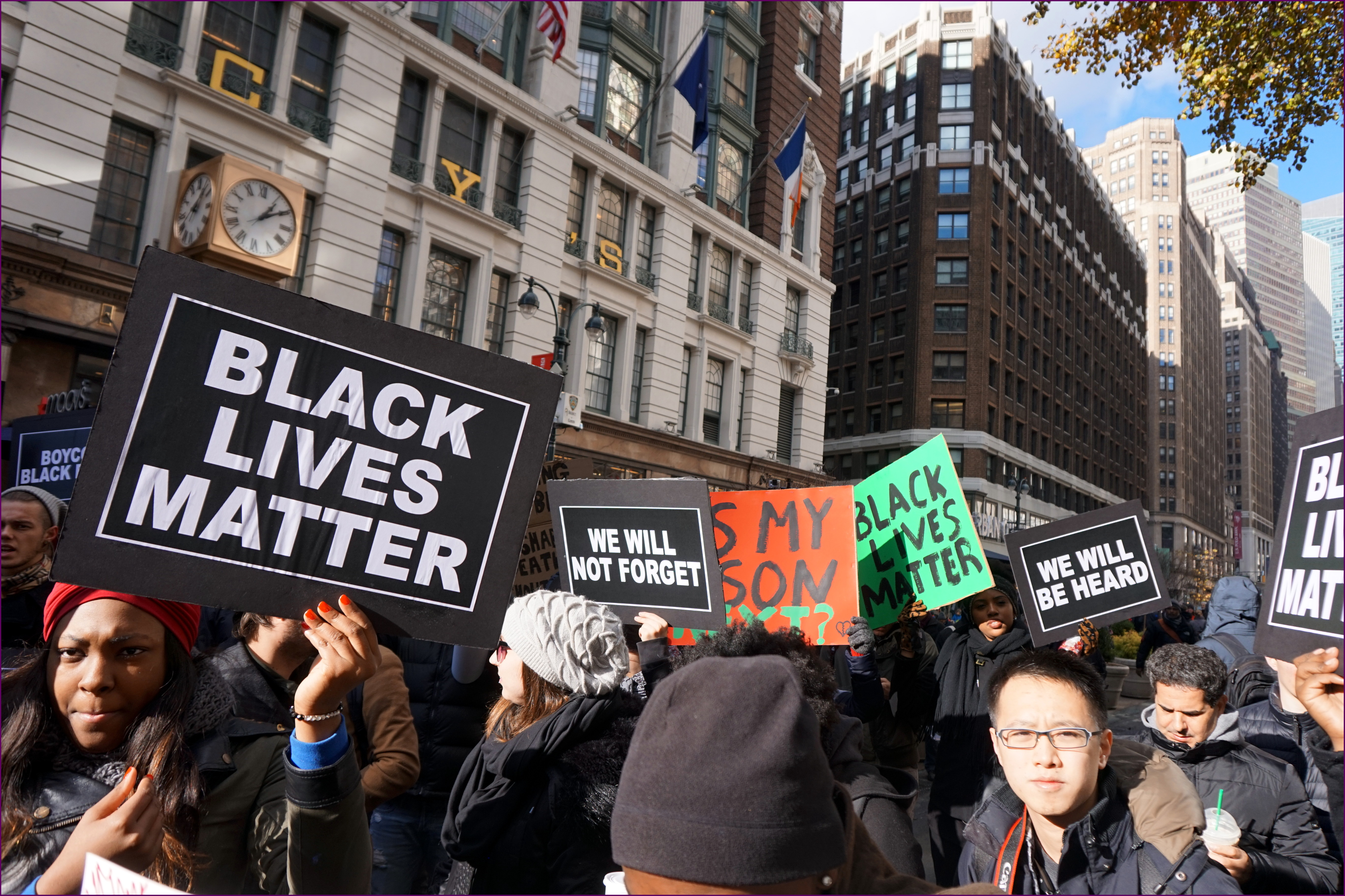 Come parlare di razzismo al di là della cronaca?  Negli Usa una guida per giornalisti