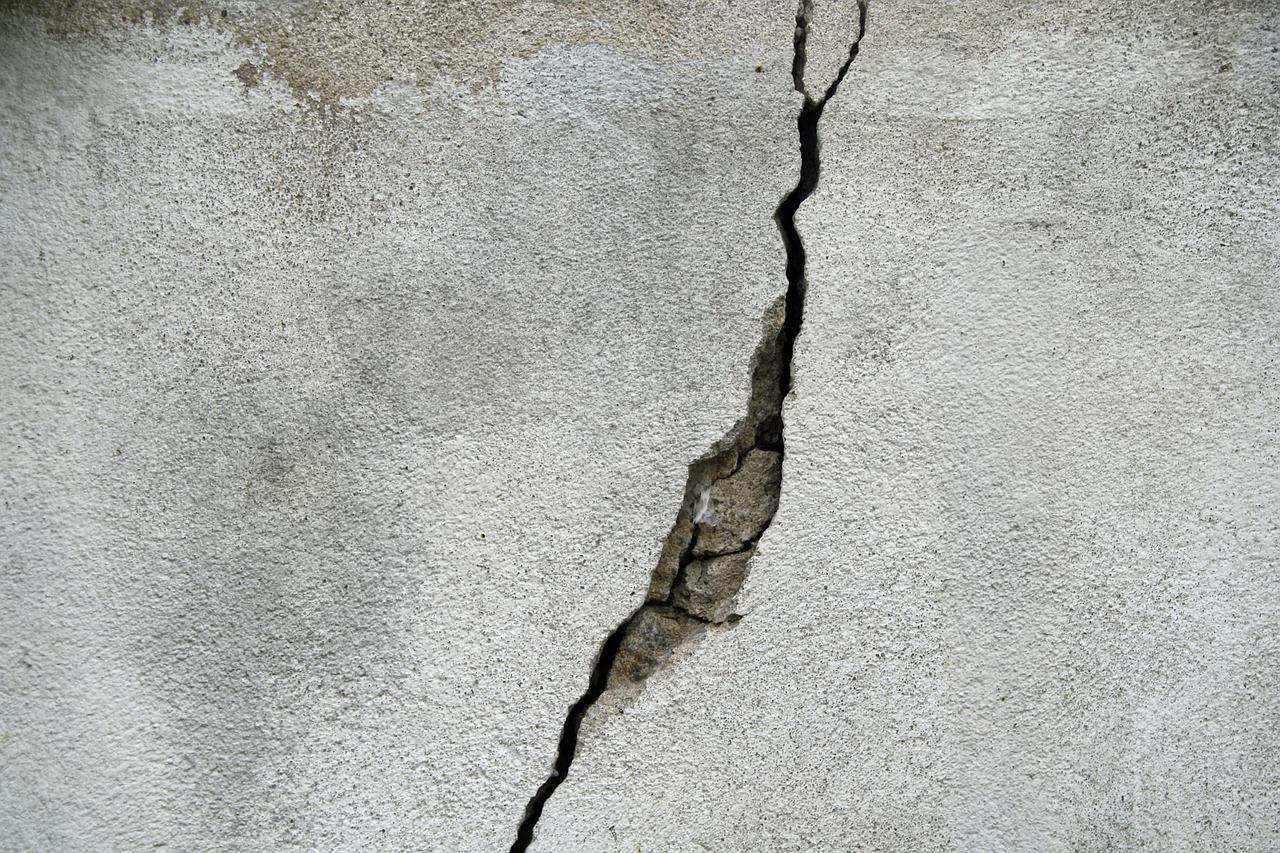 Sardegna: struttura candidata a divenire centro di accoglienza danneggiata dai residenti