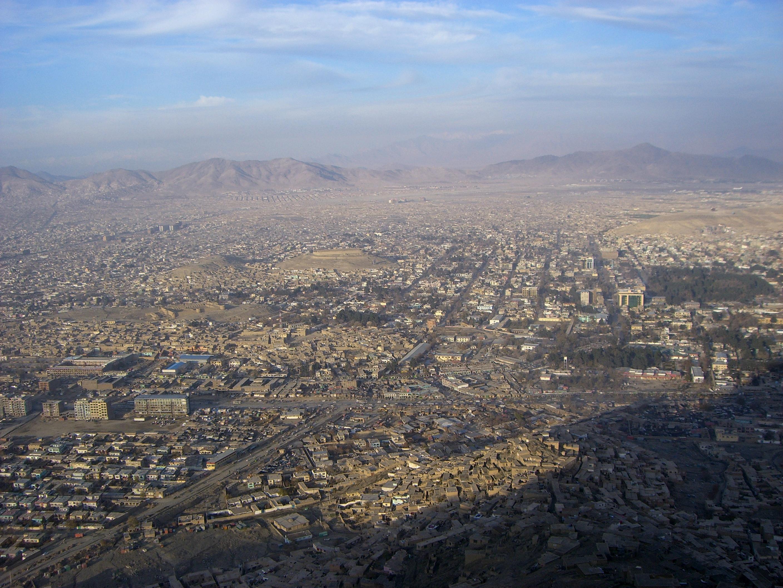 Il Global Index of Terrorism vede l'Afghanistan come secondo paese al mondo più colpito dal terrorismo. Nel 2016 è stato particolarmente grave il bilancio di un attentato a Kabul (foto aerea della città), avvenuto nel mese di luglio nel corso di una manifestazione hazara e rivendicato da Daesh: 80 morti e circa 230 feriti.