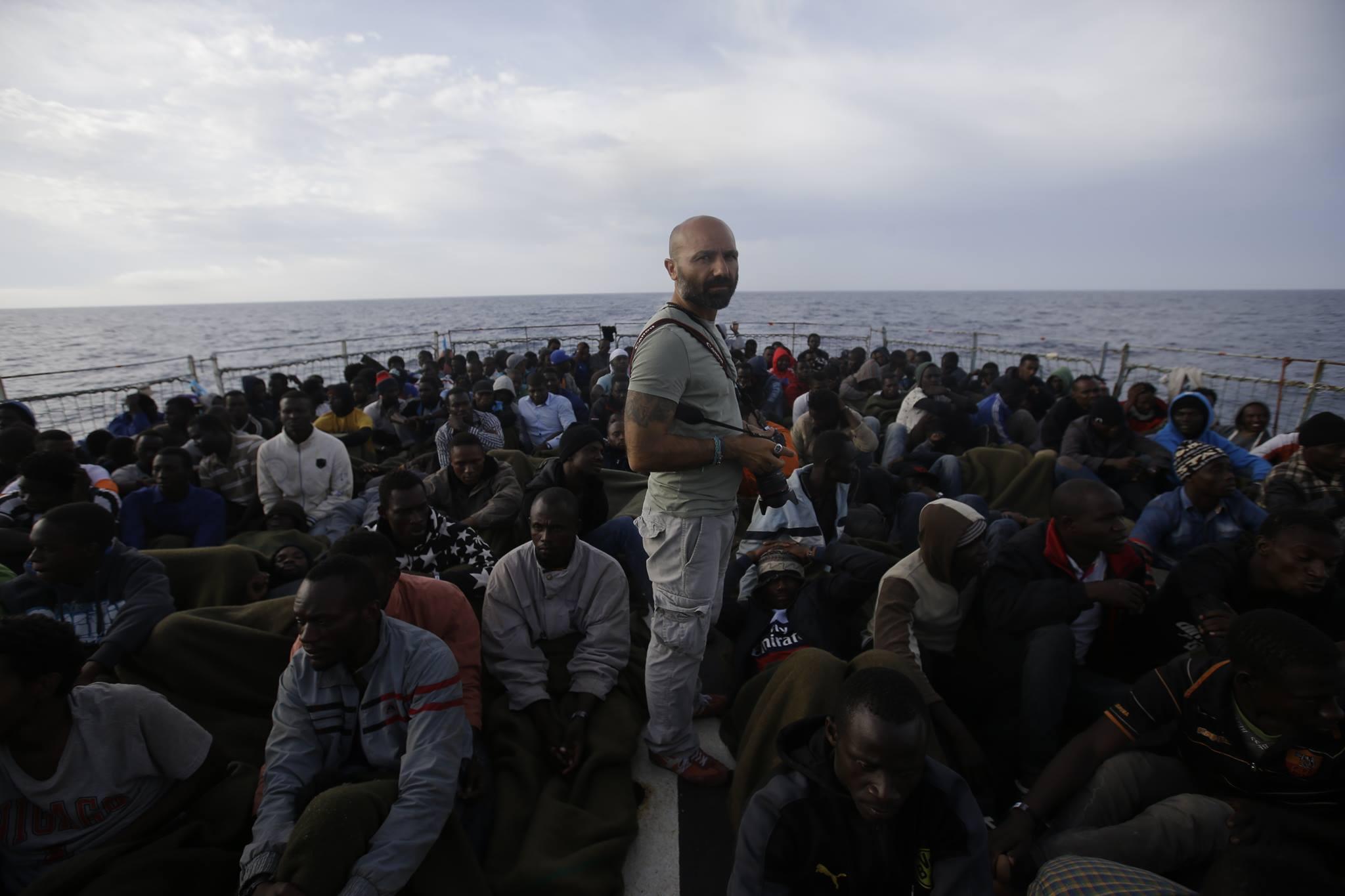 Il viaggio dei rifugiati negli scatti di Malavolta: