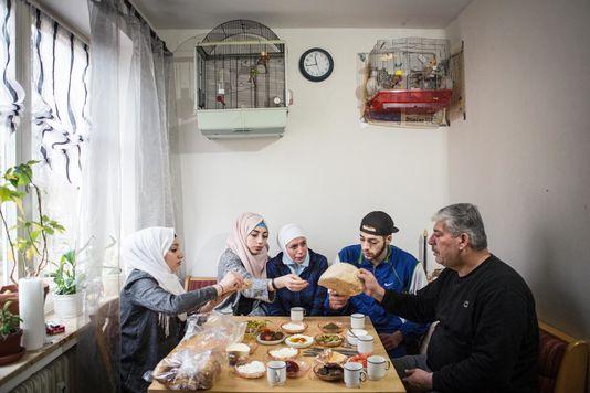 500 giorni nella vita di 25 migranti e rifugiati. Il progetto editoriale internazionale per raccontare le sfide dell'integrazione