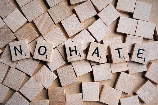 Il sesto rapporto della Commissione europea sui discorsi di odio