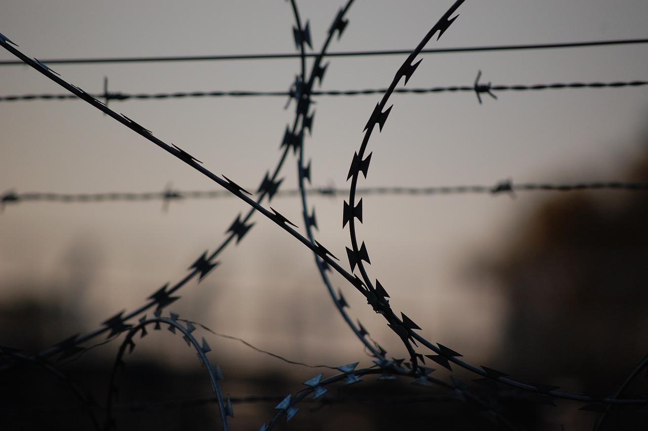 """""""Libia: un oscuro intreccio di collusione"""", il rapporto di Amnesty International sui migranti prigionieri in territorio libico"""