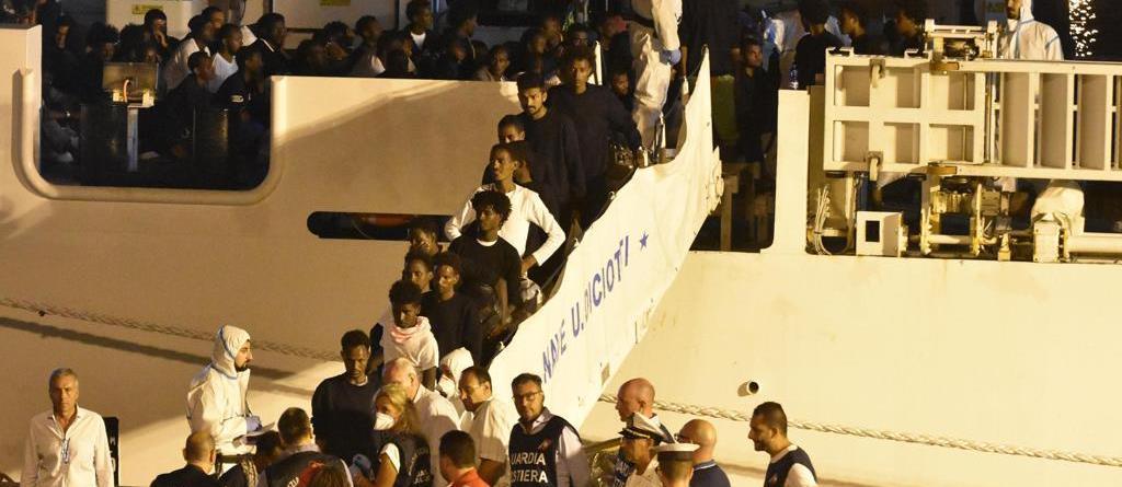 """Nave Diciotti: """"Stanno tutti bene"""", ma quale tortura, ma quale sequestro, quale ricatto..."""