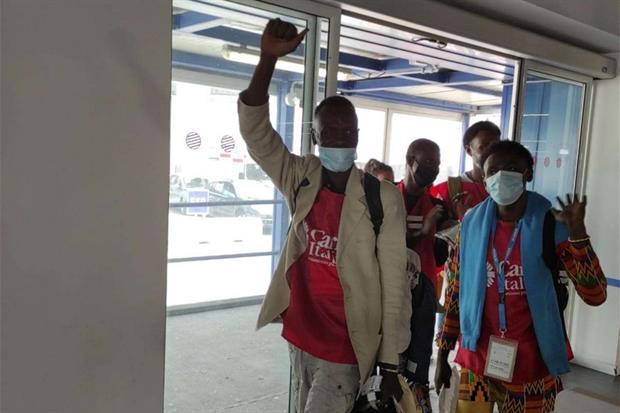 Cei-Caritas. Corridoi umanitari, arrivati a Fiumicino 45 profughi dal Niger