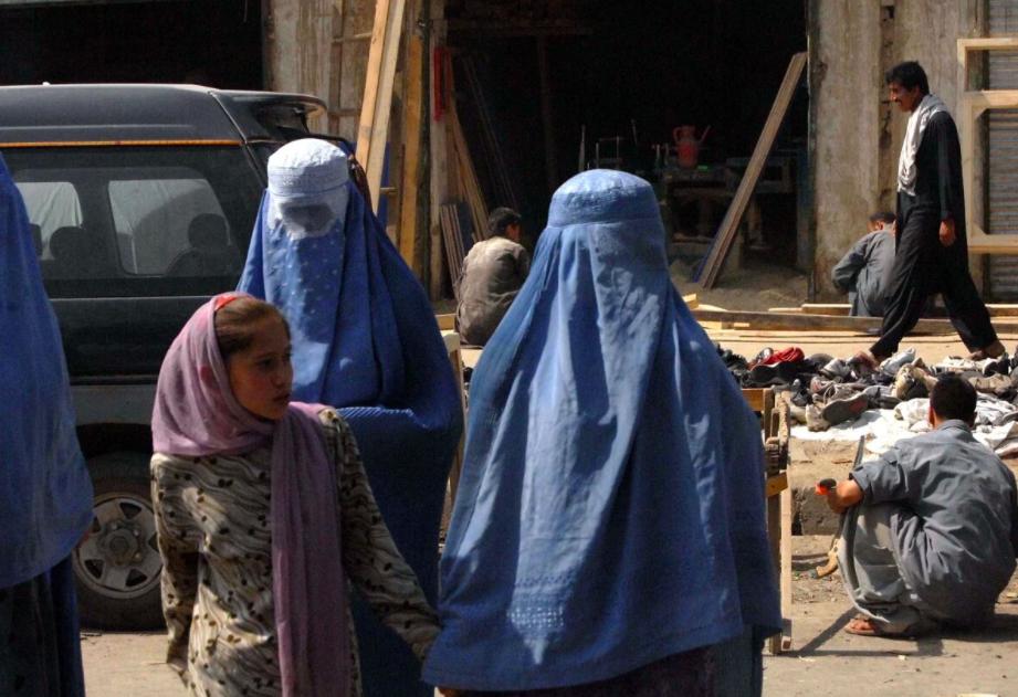 Per proteggere le donne afghane non bastano i corridoi umanitari