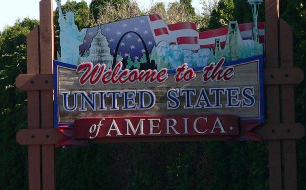 Migranti respinti a frustate al confine fra Stati Uniti e Messico