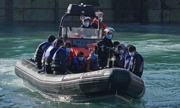 Migranti: il respingimento delle navi è una violazione del diritto marittimo e dei doveri morali
