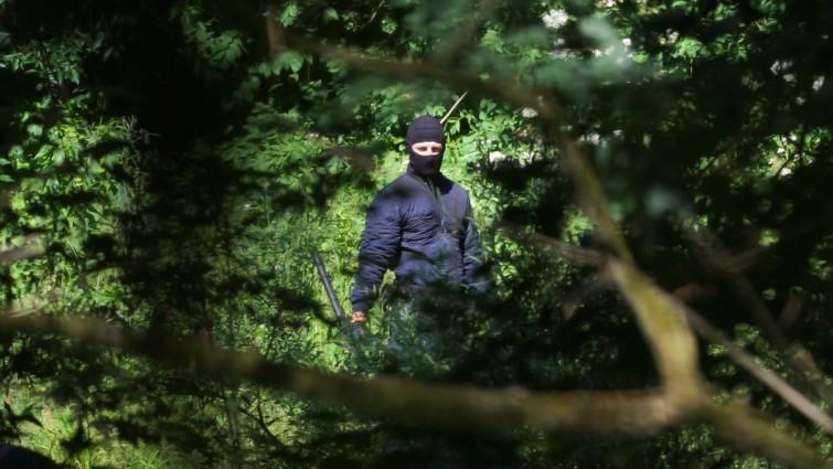 Una ricerca esclusiva dimostra la violenza di uomini in uniforme al confine croato-bosniaco. Per la prima volta in video.